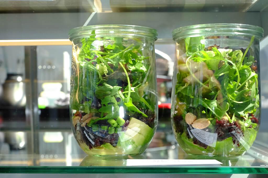 heerlijke 'salads-in-a-jar' bij de lunch in wassenaar
